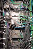 Paragon IIとサーバの<br>間はUTPケーブルで<br>接続。KVM信号を<br>エミュレーションする<br>P2CIM-APS2に<br>つなげる