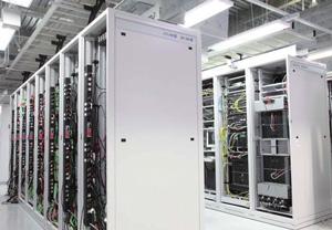 テクニカルセンター内部。<br />ラックに縦にマウントされているのがDominion PX